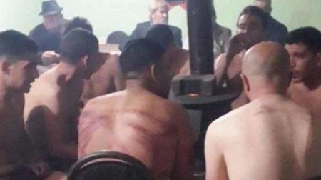 فلسطينيين ويمنيين يعتدى عليهم بالضرب